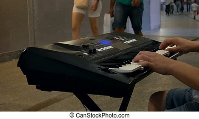 Musician subway piano - Musician in the subway piano
