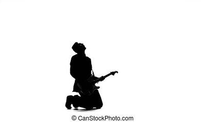 musicien, jouer, sur, basse électrique, guitare, sur, sien, knees., silhouette