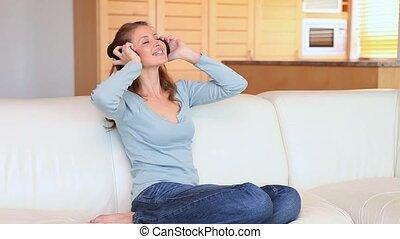 musique écouter, écouteurs, femme, jeune