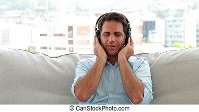 musique, divan, délassant, homme, écoute