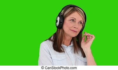 musique, eldery, femme, écouteurs, écoute