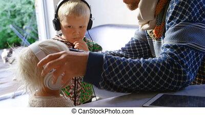 musique, enfants, père, 4k, écoute, écouteurs