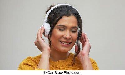 musique, femme, écouteurs, heureux, écoute