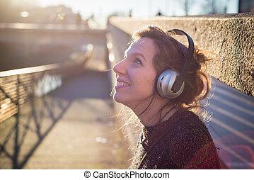 musique, femme, blond, écoute, jeune