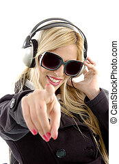 musique, femme, devant, apprécier, indiquer, vue