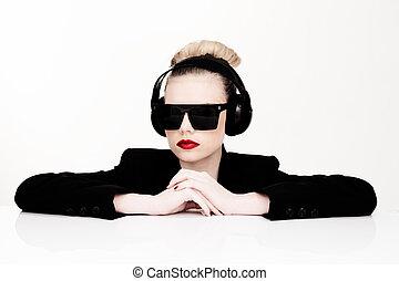 musique, femme, lunettes soleil, écoute, sexy