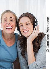 musique, rire, femmes, écoute