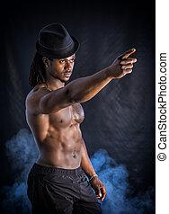muskulös, junger, schwarzer mann, mit, grau, fedora hut
