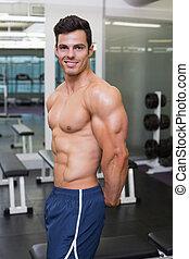 muskulös, mann, posierend, turnhalle, shirtless