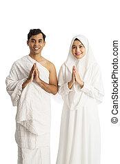 muslim hajj man and woman smiling