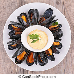 mussel and sauce