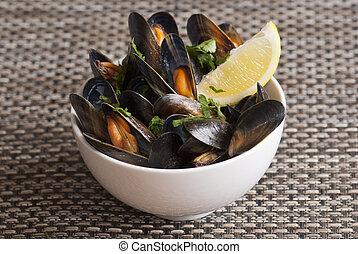 Mussel - Fresh mussels with herbs in white wine sauce