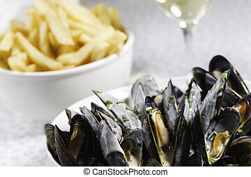 mussel, frie and white wine - Mussel with white wine sauce ...