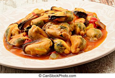 Mussel stew with tomato sauce, onion and pepper