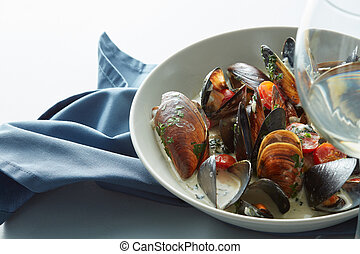 Mussel with white wine sauce and french frie