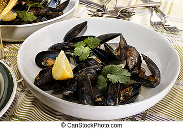 mussel with white wine sauce in a deep plate