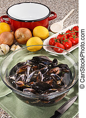 mussels in a glass bowl with water for cleaning