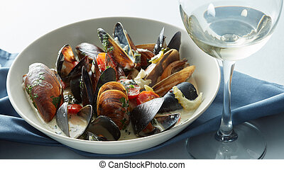 Mussels with wine, tomato and onion sauce