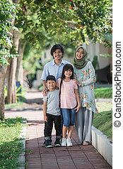 musulmán, familia joven, asiático