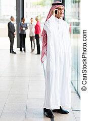 musulmán, hombre de negocios, en, tradicional, ropa