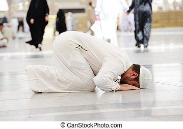 musulmán, rezando, en, medina, mezquita