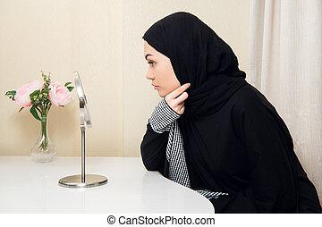musulman, regarder, femme, scarf., elle, beau, mettre, miroir