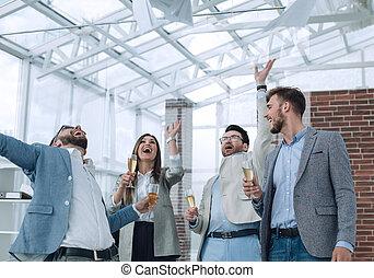 muy, feliz, equipo negocio, en, la oficina
