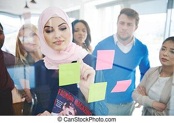 muzulmán, ügy woman, intéz, a, gyűlés