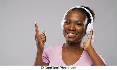 muzyka, słuchawki, afrykanin, słuchający, kobieta