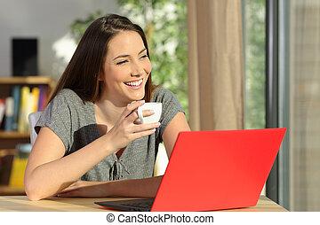myślenie, laptop, kobieta odprężająca