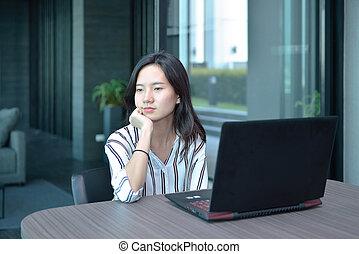 myślenie, przód, akcentowany, kobieta, laptop, handlowy, hotel, przypadkowy, asian