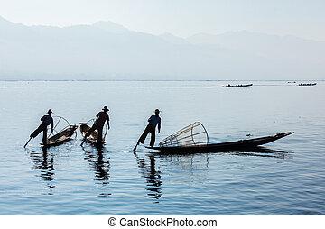Burmese fisherman at Inle lake, Myanmar - Myanmar travel...
