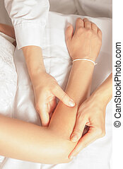Myotherapy and trigger points - A physio gives myotherapy...