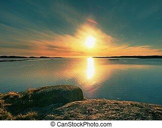 mysterier, i, dawn., hav, solopgang, above, den, hav kyst, silent, vand, level., klar, blå himmel, jeg