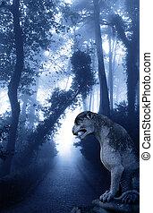 mysterieus, landscape, met, oud, leeuw, standbeeld, in, nevelig bos