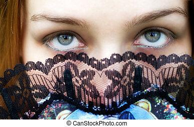 mysterieus, vrouw, met, intens, groene ogen