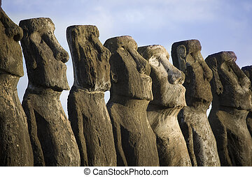 statues at easter island - mysterious statues at easter...