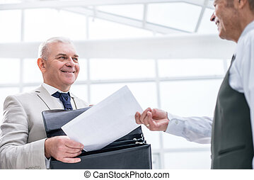 nära, affärsman, bank, dokument, employee., uppe., mottagande