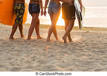 nära, strand, vänner, uppe, surfbräda