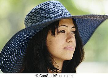 närbild, av, kvinna, med, hatt