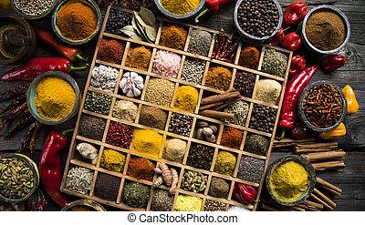 närbild, av, olik, slagen, av, blandad, kryddor, in, a, trä...