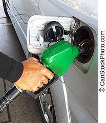 närbild, bil, station., man, drivmedel, bensin, pumpa gas