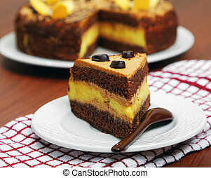 närbild, lappa av tårtan, på bordet