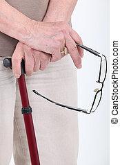 närbild, specificera, av, senior's, glasögon, och, att gå klibbar