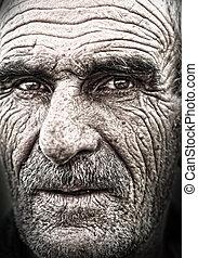 närbild, stående, av, gammal man, rynkig, äldre, skinn,...