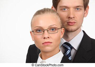 närbild, stående, av, ung, affärsverksamhet kvinna, och, affärsman