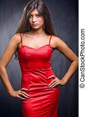 nätt, brunett, tröttsam, röd klä