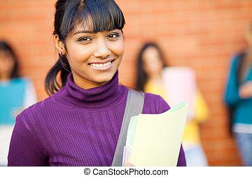 nätt, kvinnlig, indisk, högskola studerande, stående