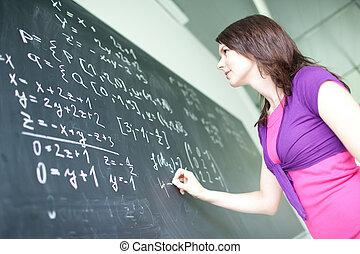 nätt, ung, högskola studerande, skrift, på, den, chalkboard/blackboard, under, a, matematik, klassificera