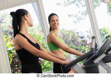 nätt, unga flickor, utbildning, på, fitness, cyklar, in, gymnastiksal